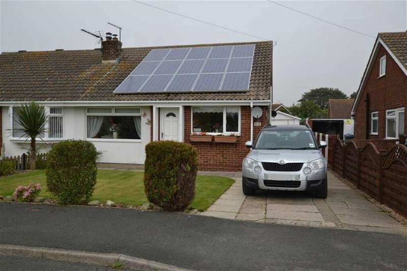 3 Bedrooms Property for sale in Hollycroft, Barmston, East Yorkshire, YO25