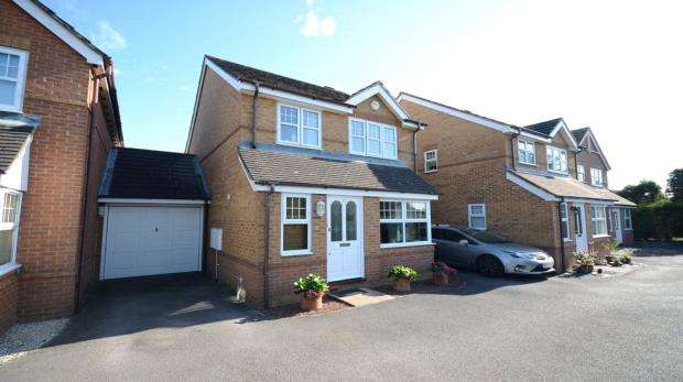 3 Bedrooms Link Detached House for sale in Peel Close, Woodley, Reading