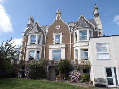 2 Bedrooms Flat for sale in Higher Warberry Road, Torquay, Devon
