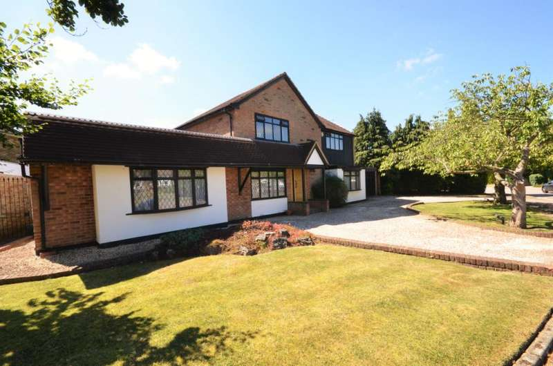 4 Bedrooms Detached House for sale in Park Crescent, Elstree, Hertfordshire, WD6
