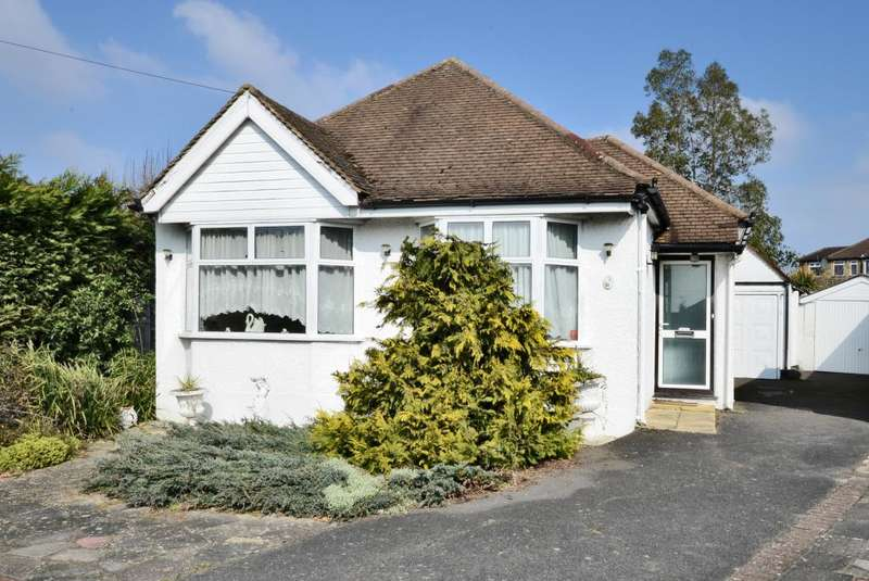 3 Bedrooms Detached Bungalow for sale in Moormead Drive, Ewell, Surrey, KT19