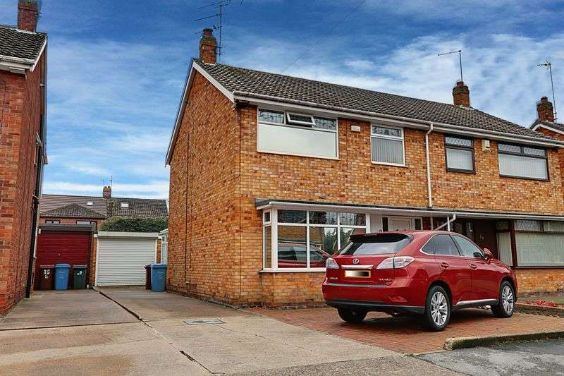 3 Bedrooms Semi Detached House for sale in Sutton House Road, Hull