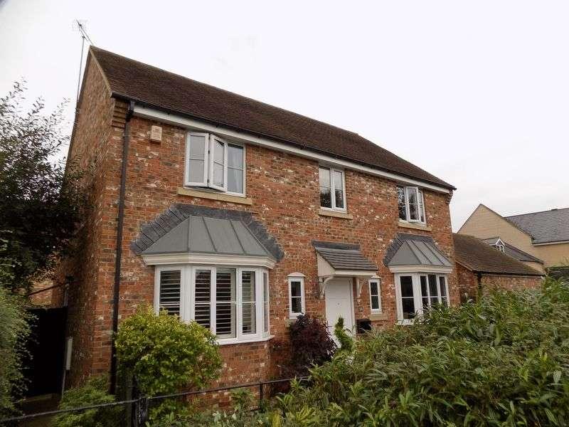 4 Bedrooms Detached House for sale in Oakhurst Way, Oakhurst