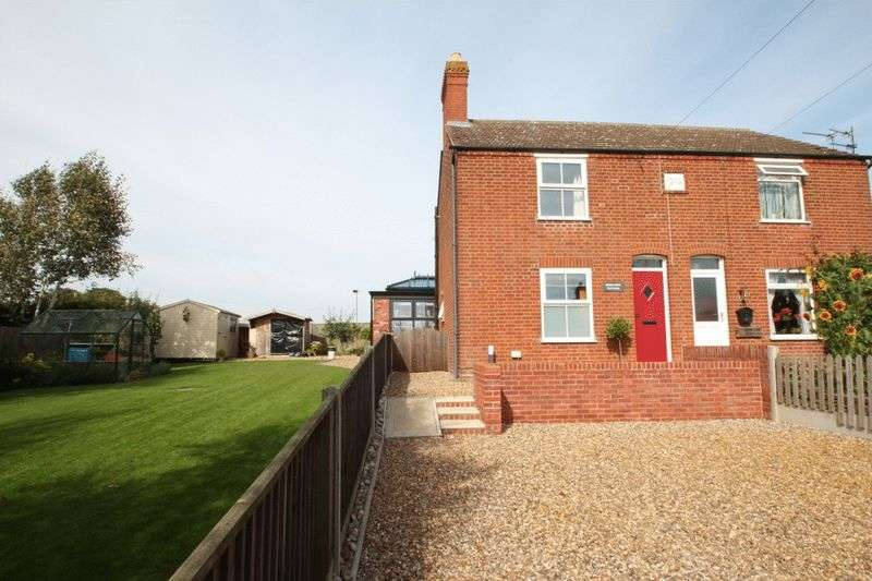 2 Bedrooms Semi Detached House for sale in Cantley, NR13