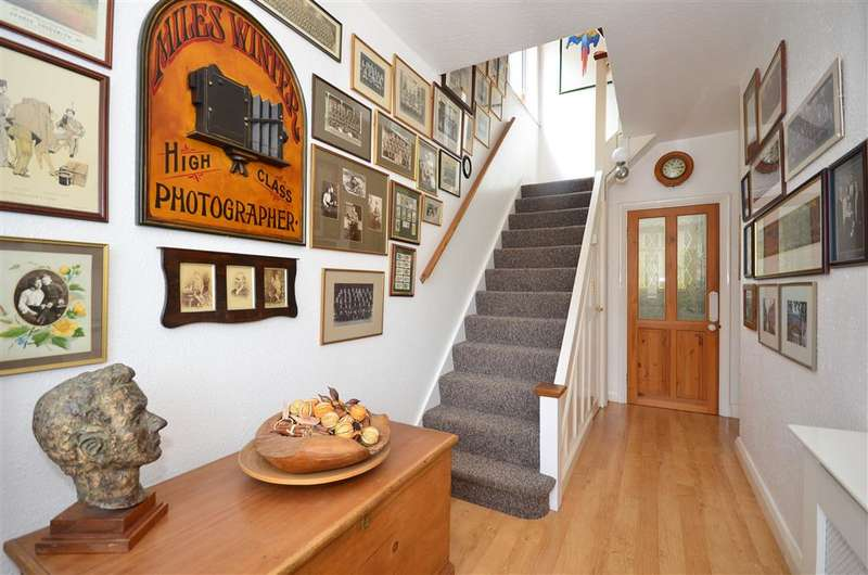 4 Bedrooms Semi Detached House for sale in Anglesey Court Road, Carshalton, Surrey