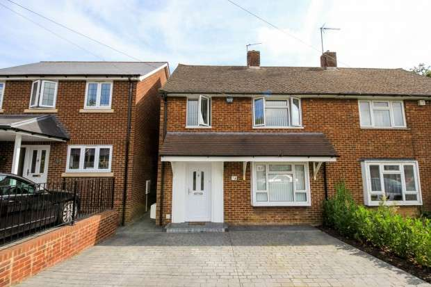 3 Bedrooms Semi Detached House for sale in The Cobbins, Waltham Abbey, EN9