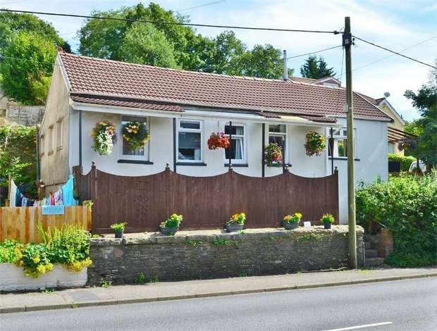 3 Bedrooms Detached Bungalow for sale in 78, Main Road, Maesycwmmer, HENGOED, Caerphilly