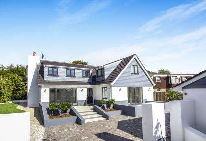 3 Bedrooms Detached House for sale in Broadstone, Dorset