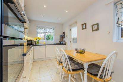 4 Bedrooms Detached House for sale in Miranda Drive, Heathcote, Warwick, Warwickshire