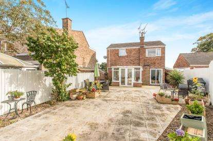 3 Bedrooms Detached House for sale in Clinton Avenue, Hampton Magna, Warwick
