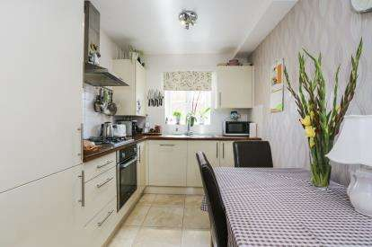 4 Bedrooms Terraced House for sale in Stockbridge Close, Clifton, Shefford, Bedfordshire