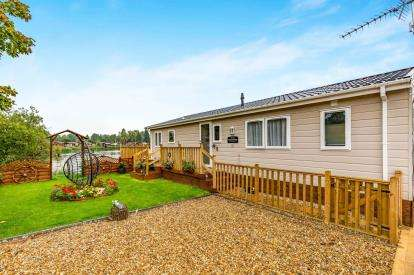2 Bedrooms Bungalow for sale in Goose Walk, Billing Aquadrome, Crow Lane, Northampton