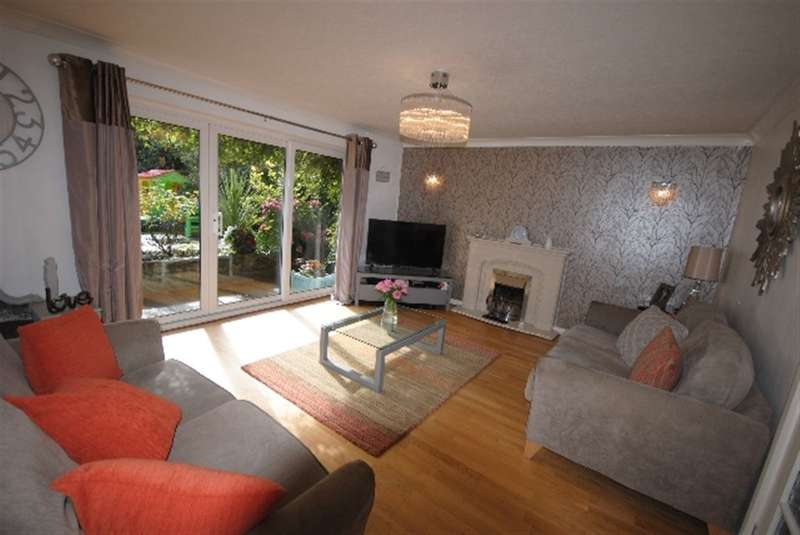 4 Bedrooms Detached House for sale in Newenden Road, Whitley, Wigan, WN1