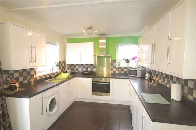 3 Bedrooms Property for sale in Bentham Close, Blackburn