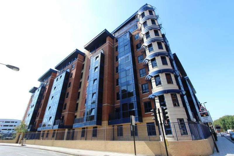2 Bedrooms Flat for sale in Canute Road, Southampton, SO14
