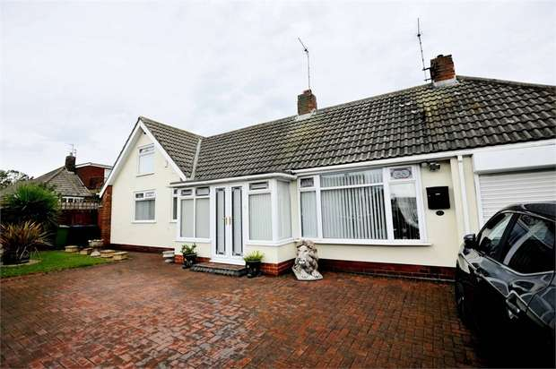 3 Bedrooms Detached House for sale in Nicholas Avenue, Whitburn, Sunderland, Tyne and Wear