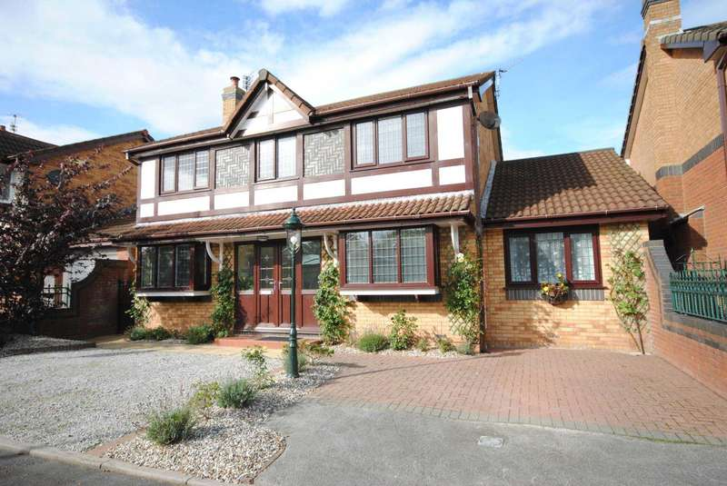 5 Bedrooms Detached House for sale in Turnberry Close, Kirkham