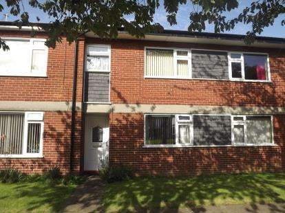 2 Bedrooms Maisonette Flat for sale in Buxton Crescent, Sale, Greater Manchester, Cheshire