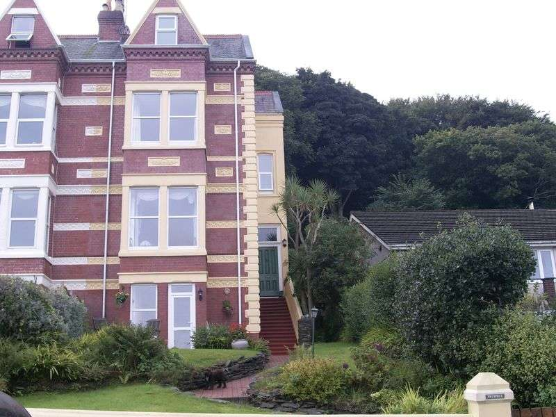 6 Bedrooms Semi Detached House for sale in The Crescent, Ramsey