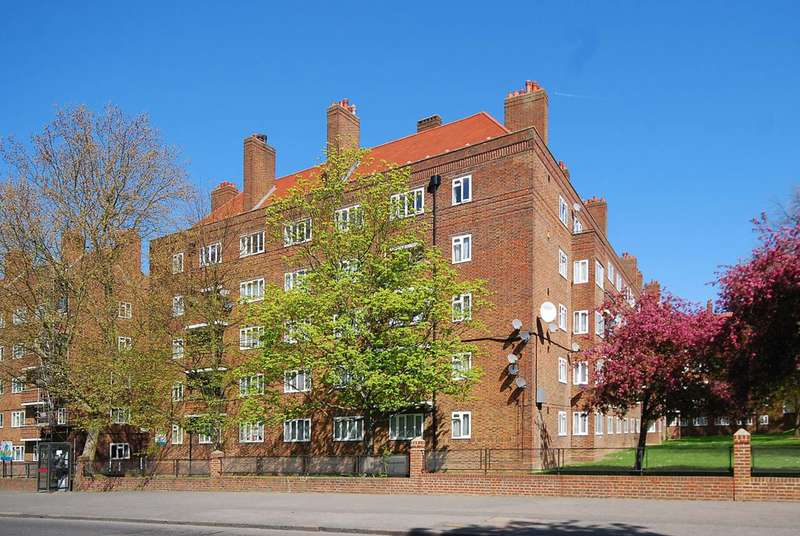 1 Bedroom Flat for sale in Peckham Rye, Peckham Rye, SE15