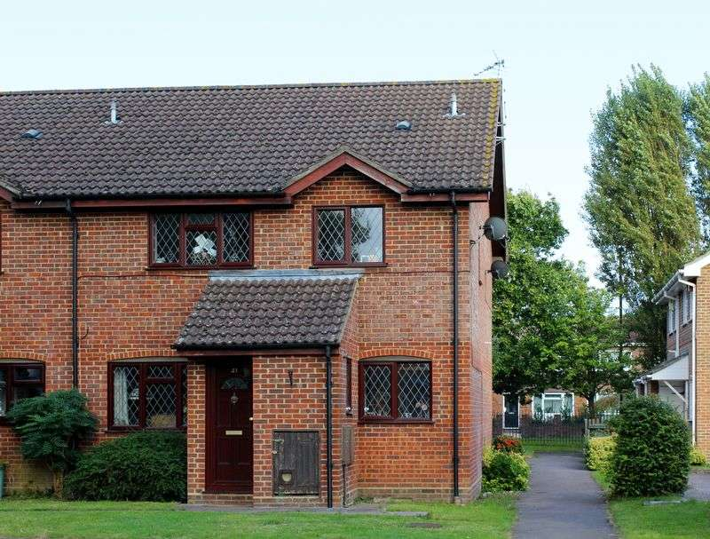 2 Bedrooms Terraced House for sale in Youngs Drive, Ash