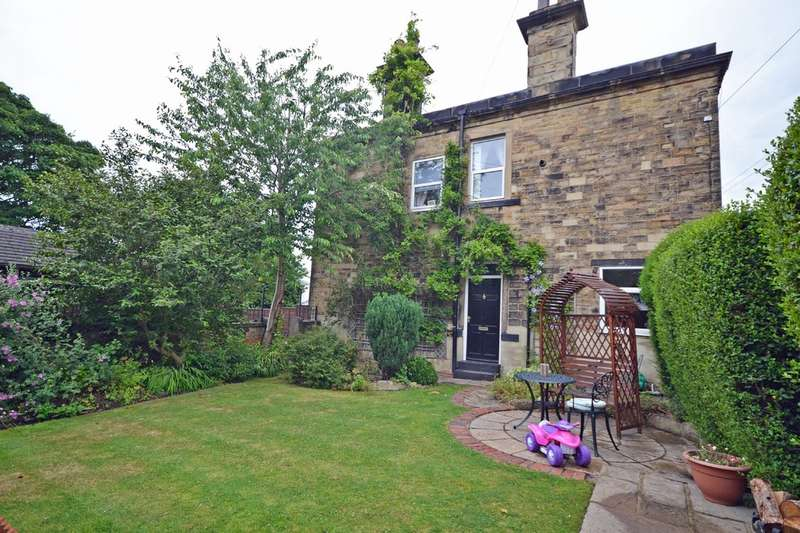 3 Bedrooms Semi Detached House for sale in Bank Street, Ossett