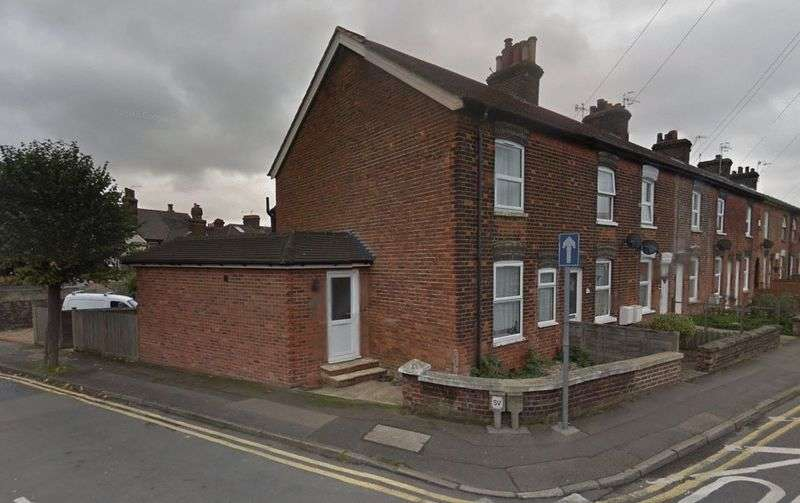 3 Bedrooms Terraced House for sale in Barden Road, Tonbridge