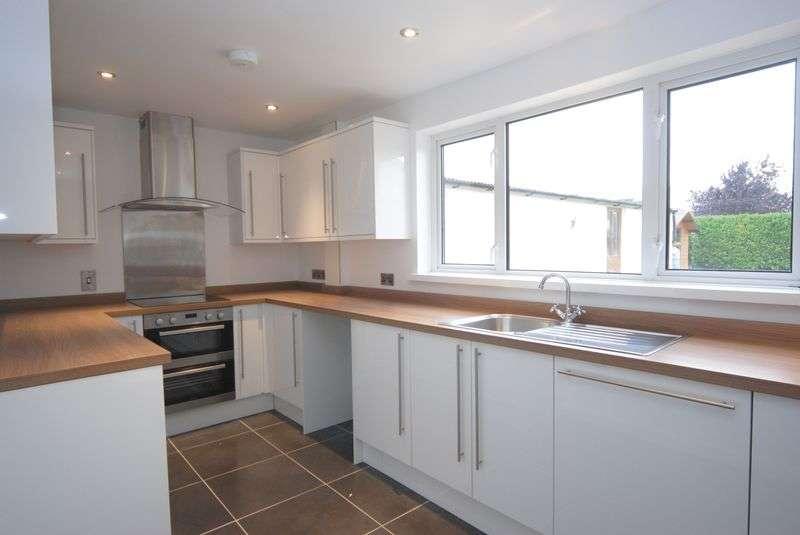 3 Bedrooms Detached House for sale in Langport Road, Somerton