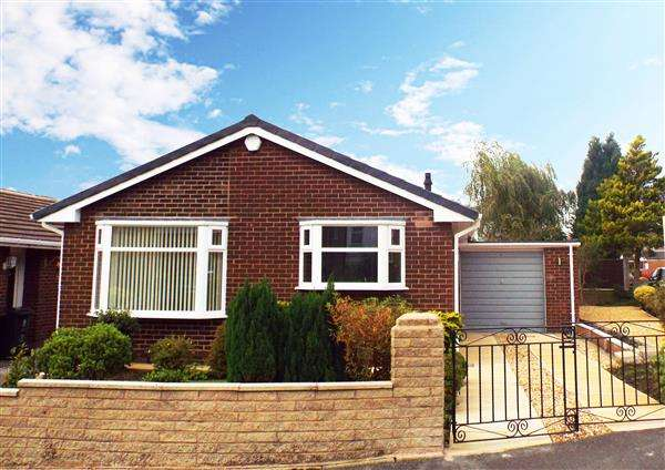 2 Bedrooms Detached Bungalow for sale in Arnside Avenue, Chadderton