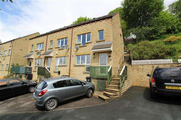 3 Bedrooms Town House for sale in Highfields, Sowerby Bridge