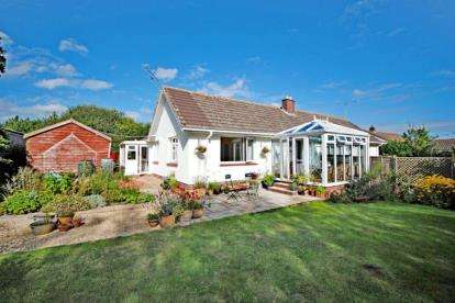 2 Bedrooms Bungalow for sale in Brook Close, Two Bridges Road, Sidford
