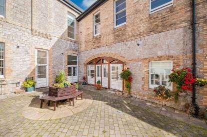 2 Bedrooms Flat for sale in Manor Road, Torquay, Devon