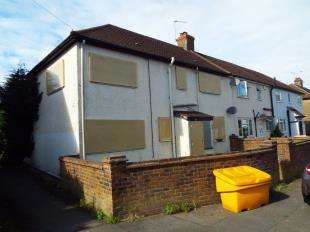 4 Bedrooms End Of Terrace House for sale in Oak Road, Caterham, Surrey