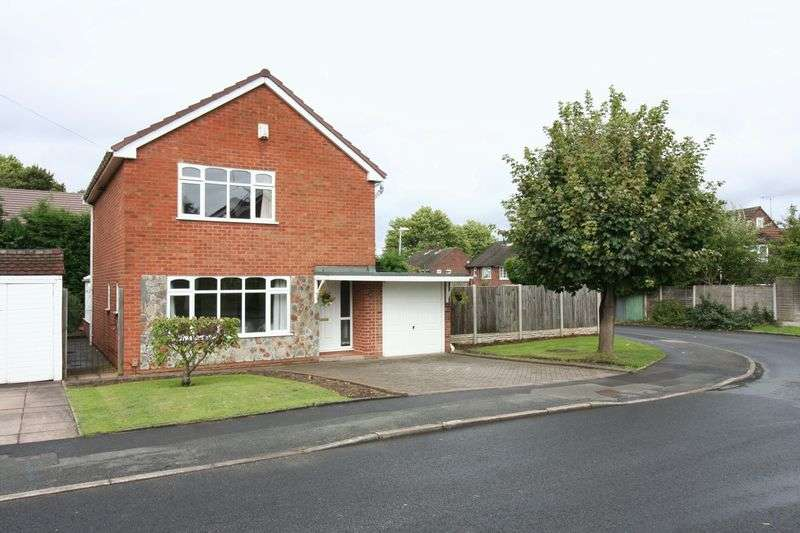 3 Bedrooms Detached House for sale in KINGSWINFORD, Randall Close