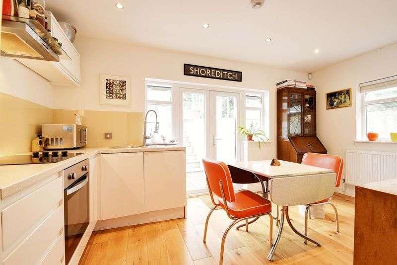 2 Bedrooms Flat for sale in Median Road, London