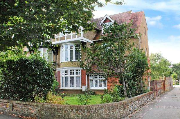 2 Bedrooms Apartment Flat for sale in Norfolk Road, Littlehampton, West Sussex, BN17