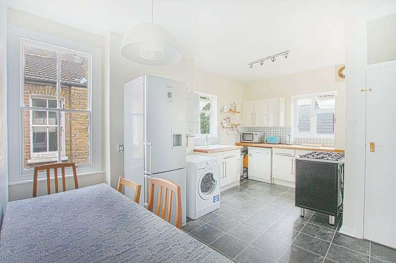 3 Bedrooms Flat for sale in Kilmorie Road, Forest Hill