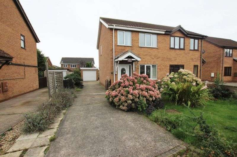 3 Bedrooms Semi Detached House for sale in SUNNINGDALE DRIVE