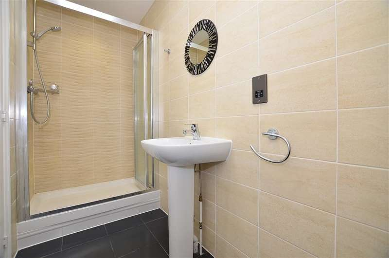 4 Bedrooms Link Detached House for sale in Hawley Drive, West Malling, Kent