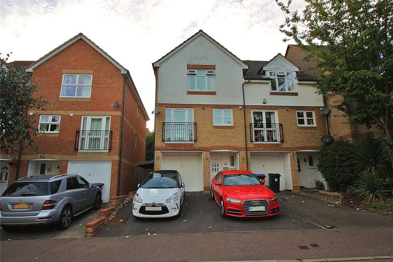 4 Bedrooms End Of Terrace House for sale in Alexandra Gardens, Knaphill, Woking, Surrey, GU21