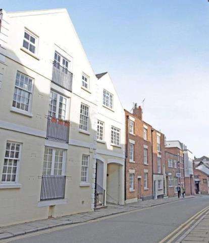 2 Bedrooms Flat for sale in Castle Street, Chester, Cheshire, CH1