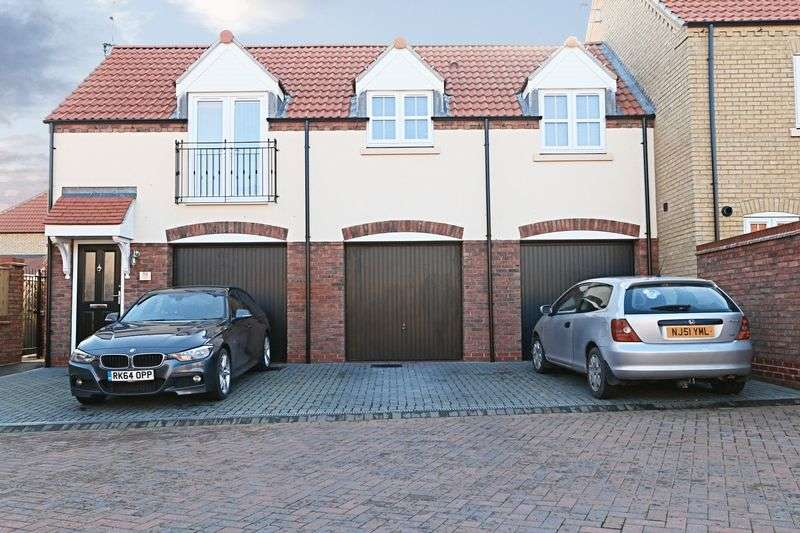2 Bedrooms Flat for sale in Shinewater Park, Kingswood