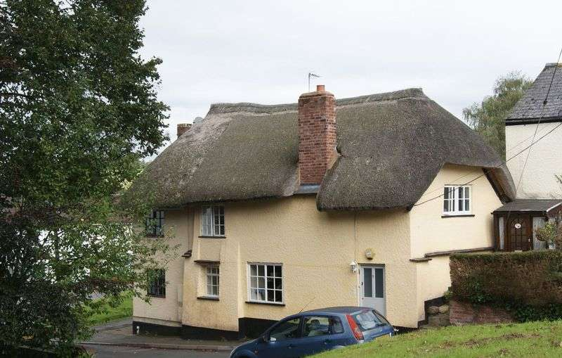 2 Bedrooms Cottage House for sale in A charming, two bedroom, thatched cottage in the ever sought after village of Ide