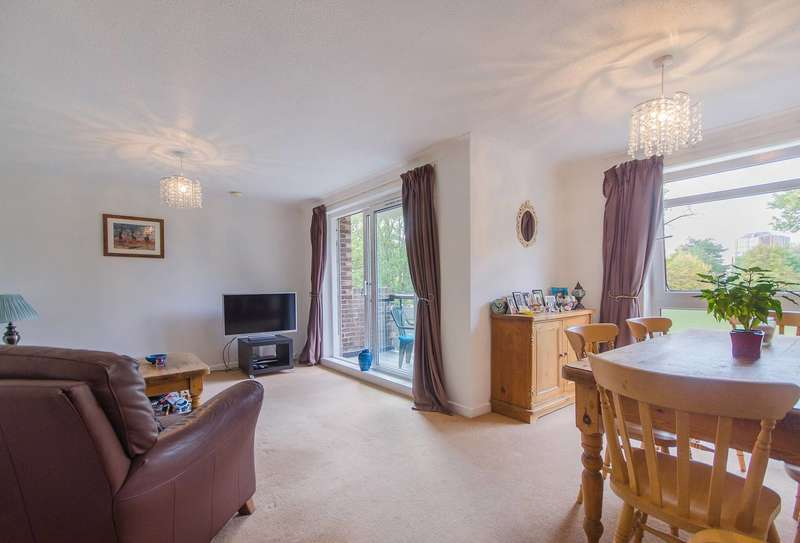 2 Bedrooms Flat for sale in Manor Park Road, Sutton, SM1