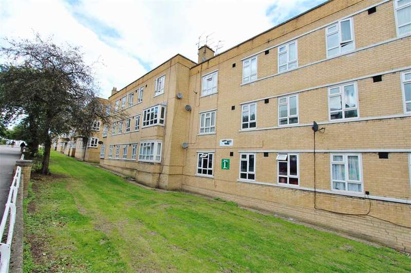 3 Bedrooms Apartment Flat for sale in Clare House, Burnt Oak Broadway, Edgware