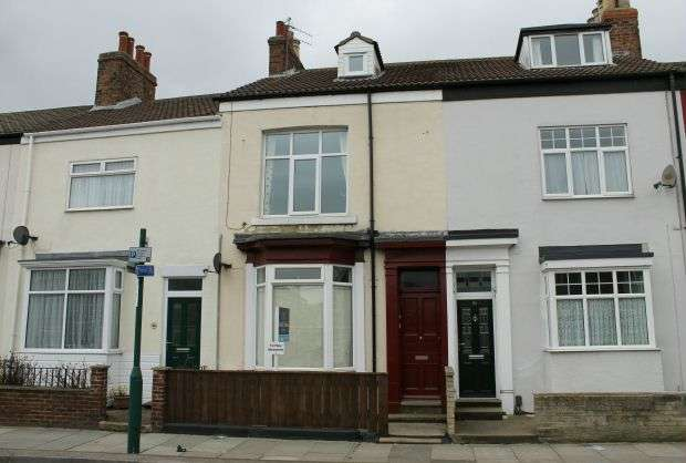 3 Bedrooms Maisonette Flat for sale in First Floor Maisonette, Redcar Road, Guisborough