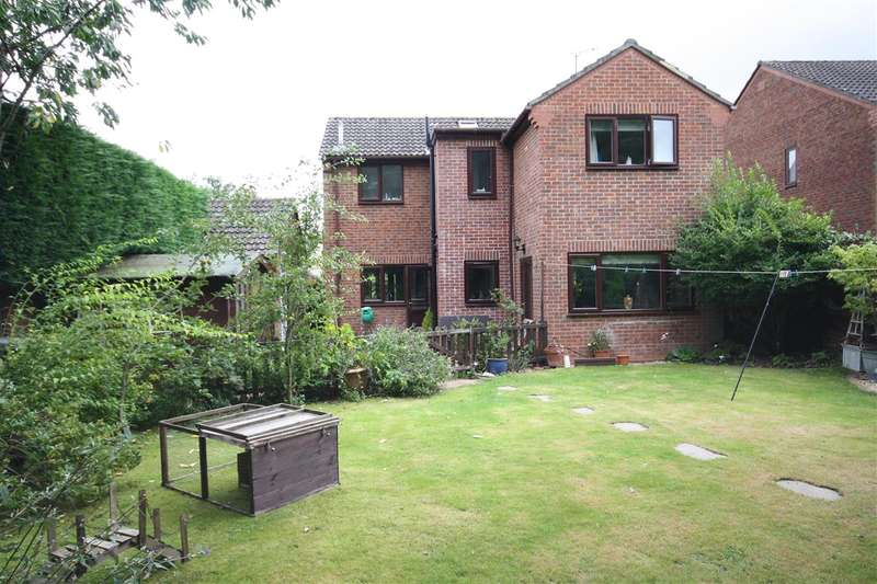 4 Bedrooms Detached House for sale in Little Corner, Waterlooville