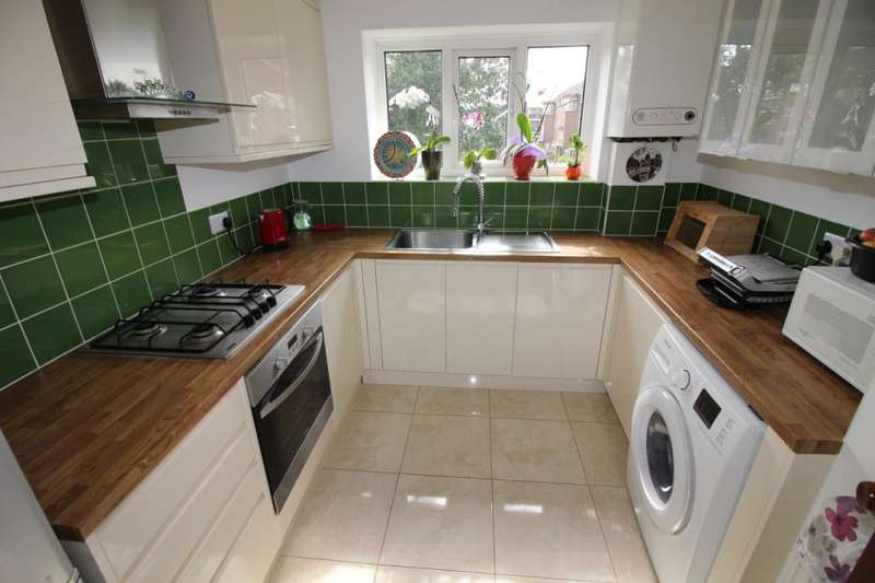 2 Bedrooms Flat for sale in Allerton Road, Borehamwood, Hertfordshire, WD6