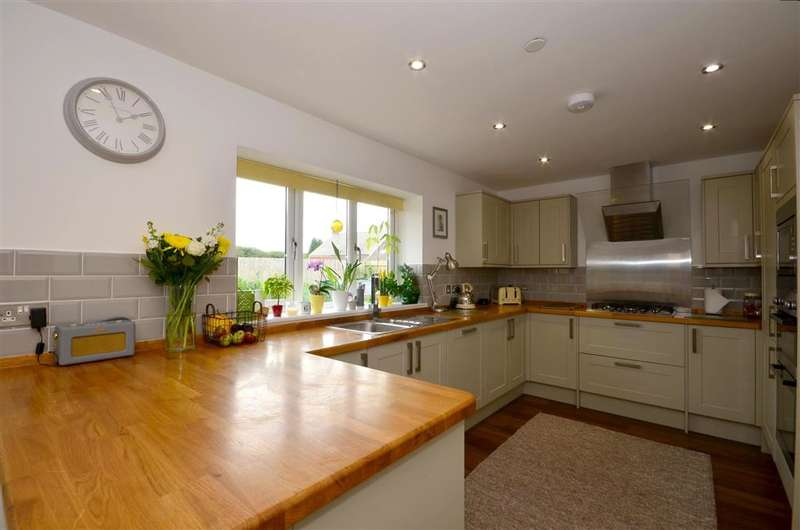 4 Bedrooms Detached House for sale in The Street, West Hougham, Dover, Kent