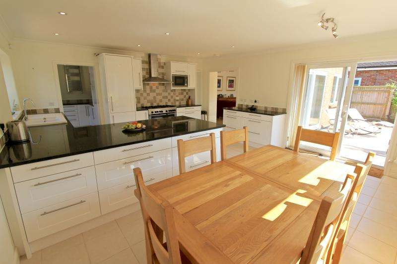 4 Bedrooms Detached House for sale in Chalkshire Road, BUTLERS CROSS, HP17